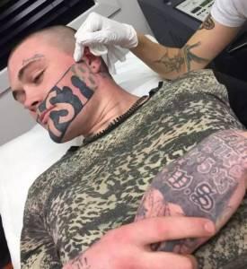 為了獄中裝狠他紋了個嚇死人的紋身,結果出獄就傻眼了...