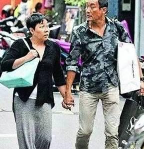 看完梁家輝對老婆的好,才知道男人之間的差距有多大!