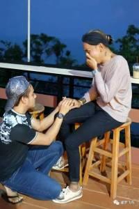 在泰國年齡性別都不是問題!24歲男同向差19歲變性人求婚成功