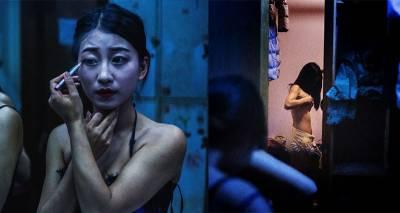 他拍下香港「地下俱樂部」最黑暗的角落,張張拍出「少女的血淚」,佯裝笑容以肉換錢的悲劇...