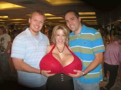全世界第一巨乳,她的胸部居然和一個小女孩兒一樣重! 7換上內衣,網友完全無法相信眼前看到景象了!