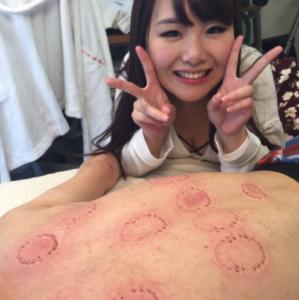 日本女優現在不流行含東西了,原來她們都喜歡咬咬的「人體拔罐」,波多野結衣發狠咬得男優不要不要的?!