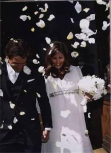 她拒絕了富可敵國的迪拜王子,憑一己之力助丈夫成為男神,他集萬千寵愛於一身,他卻只愛她一人……