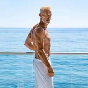 大叔控福利!60歲的時尚圈大咖,玩轉極限戶外,這才是魅力爆棚!
