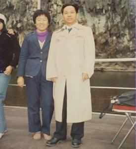 這才是真正的寵妻狂魔!81歲老兵忍腿疾下跪求婚:「這輩子沒能讓你享福」,下輩子我們還要在一起……