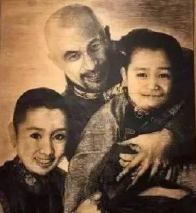 他是「三級片教父」,也是80萬1幅畫的藝術家,外表粗糙狂放,卻用3句話撩了妻子20年