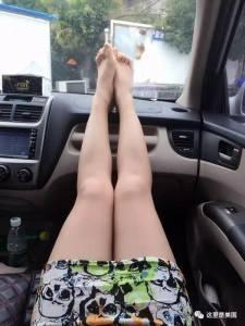 副駕駛的女朋友翹起大美腿,結果...悲劇了!
