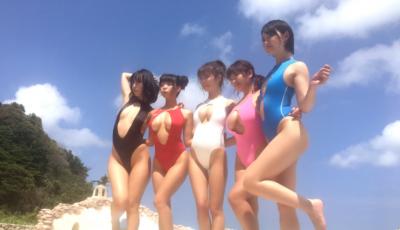 「桃心奶」熱潮都尚未退燒,日本寫真再次突破新潮流「人字奶」,巨乳控快過來兩顆奶球捧在手心無法掌握!!!