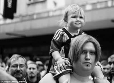 爸爸是媽媽,媽媽是爸爸,兒子不一定就是兒子…英國這一家人,還能更折騰點麼!