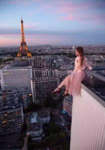 她徒手爬上世界第一高樓,在幾百米高空拍照練瑜伽,美到讓所有人嚇破膽!
