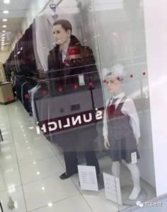 商場看到的衣服模特X個在賣場看到「會讓你瞬間噴笑」的「白爛無極限model」 3這內衣看到超有遐想阿!