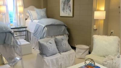 他們把自己宿舍活成了狗窩,然而也有人卻把宿舍整成了最美的閨蜜房...