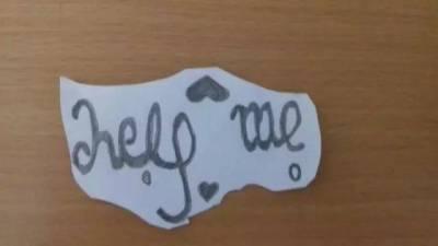 她樂觀熱情,直到她自殺後,家人在她的房間發現了一張不起眼的紙條...