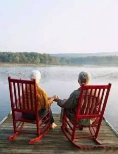 這對國外老夫妻的情侶照,感動無數人!比起《我的前半生》,這才是愛情本來的模樣……