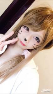 這位日本萌妹吸引大批宅男追捧,沒想到「他」卸完妝後,被網友痛罵欺騙感情...