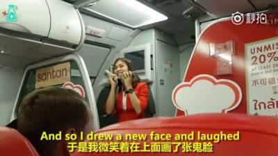 航班延誤…這空姐唱了首歌,成功把所有人都安撫了…
