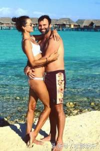 火辣電臀女子去博拉博拉島度假PO炫耀照,大家卻都注意到「下面這一張」...比裸體還刺激100倍!