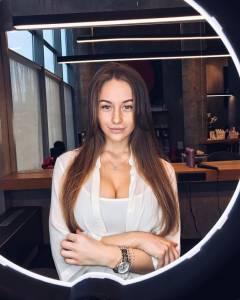 這名「俄國醜小鴨」多年來自卑自己醜又腫,沒想到她「10年後的模樣」讓男人都爽叫:瞬間X了!