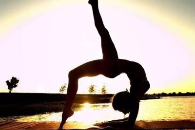 姑娘第一次做瑜伽,太扎心了,哈哈哈······(男士勿入!)