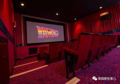 再沒有人從後面踢椅子,從前面擋你!他用畢生積蓄自己搭了個電影院,簡直神作!