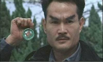 他是「殭屍鼻祖 」,李小龍的好友,一生只活了45歲,但仍是我們最好的「殭屍道長」