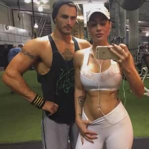 她是全球最性感的女軍人,扛過槍 放過炮,健身後憑藉翹臀E罩杯成火辣模特,爆紅ins