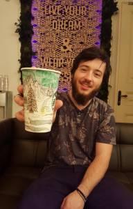 22歲大學生,靠一支畫筆就能環遊世界,他是怎麼做到的