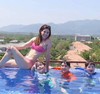 40歲女博士生四個娃,邊做家務邊健身,身材辣過20歲少女!