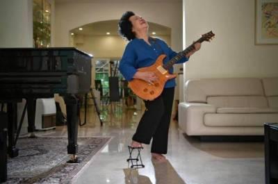 81歲化濃妝,玩搖滾,還征服了總理,這個奶奶太厲害了!