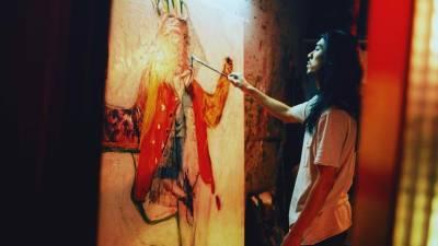 張寗全裸扮屍體被稱:很好畫 油彩 亮粉抹過全身,《自畫像》七宗罪都入畫