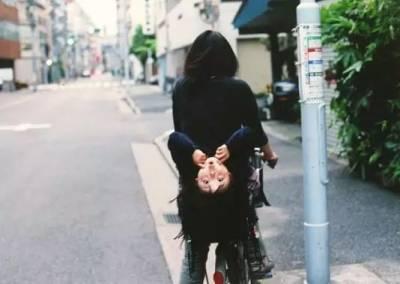 日本有個女孩,一天24小時都在抓拍路人,她的照片能讓你笑到哭出來!