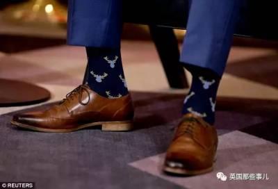 靠襪子搞外交的特魯多,哪怕再正式場合,也要露個襪子騷一把的總統啊!!