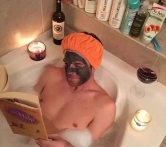 男人要騷起來, 女人就洗洗睡吧!如果男人這樣曬朋友圈...