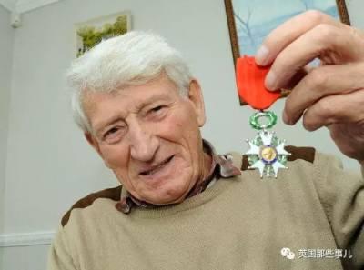 當年他被德軍一槍打穿生殖器... 誰料到,多年後他家居然生了這麼多!
