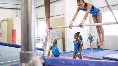 這個震驚朋友圈的美國女孩,原來真實身份是中國棄嬰,如今她早已逆襲成體操世界冠軍