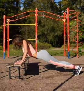 她讓240萬男人舔!96年俄羅斯妹子完美詮釋了:健身的女人最性感!
