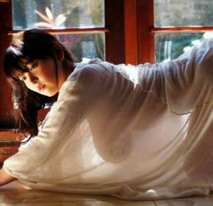 日本寫真女星PO出榻榻米照巨乳超吸睛,大家看到她趴跪奶墜的樣子卻笑翻:這是神奇寶貝⊙o⊙?!