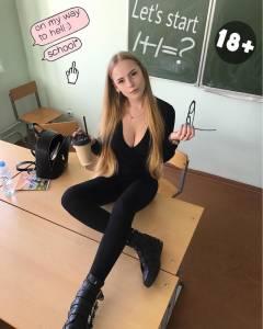這名讓全網路沸騰的「最正教師」IG被神出,她最新的「火辣盪乳照」再度讓全球70萬人瘋狂暴動!