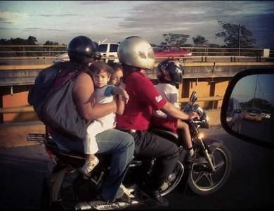 絕對讓你驚呆的各種摩特車騎法!什麼都能載什麼都不奇怪~~