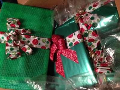 和網友互換禮物,結果這個妹子換到了世界首富比爾蓋茨...這個壕的禮物簡直貼心到爆....