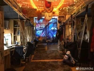 """魔幻!中傳男生將寢室設計成日本""""居酒屋"""", 取名叫「魔男窟」!"""