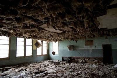 他們勇敢探索廢墟,卻在裡面發現這些「想逃都瞬間腿軟」恐怖畫面 一整片「人腦海」浮浮沉沉...