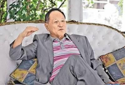 80歲的他自稱睡過上萬佳麗,泡妞60多年,不僅沒敗光家產,身價反而超過十億,他是怎麼做到的?!