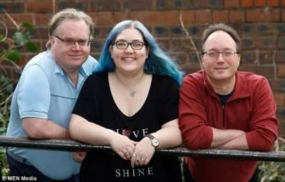 她同時和自己的丈夫,未婚夫,以及兩個男朋友在一起...