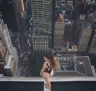 日本一攝影師帶著女模在樓頂脫光光拍照,每張照片都超美!