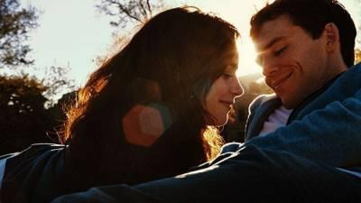 「我不知道這怎麼可能,但我又比昨天更愛你了。」男友們學著點,這26句話絕對能抓住你女友的心!