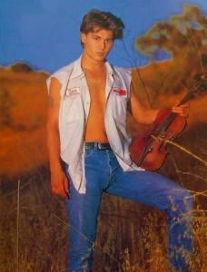 年輕時的強尼戴普 別有不同風情耶~♥