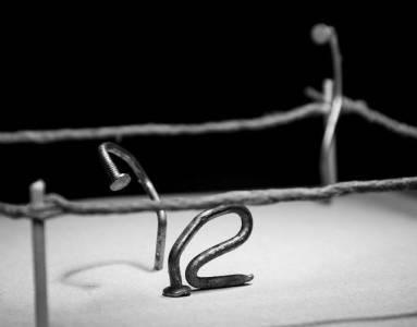 攝影師將釘子螺絲擬人化拍攝趣味圖片