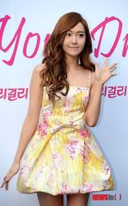 少女時代Jessica參加「金髮尤物」活動 再露好身材