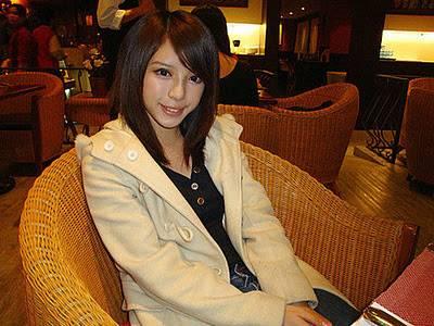 大眼睛正妹 Catherine張齊郡,網路傳說最正的國小老師